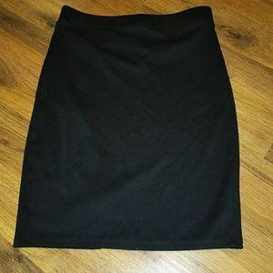 Guess Skirts - NWT GUESS TANIA PONTE MIDI SKIRT JET BLACK